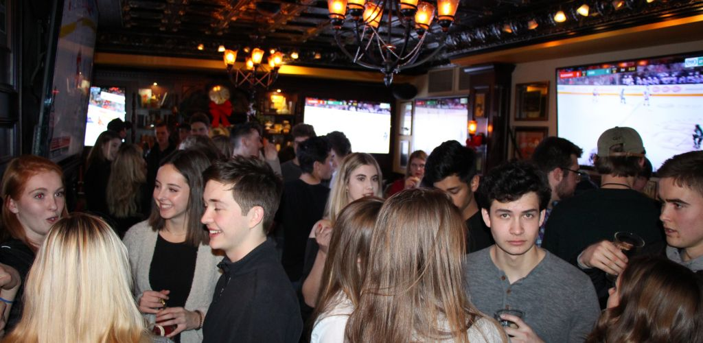 Young Alumni Pub Night